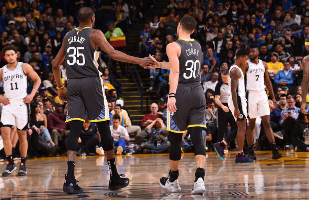 No terceiro período, porém, os anfitriões foram superiores, somaram 13 pontos a mais do que os rivais e isso pesou para que garantissem o triunfo no quarto final, no qual o Heat voltou a ser melhor novamente