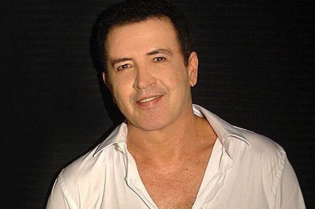 Na última quarta-feira, 6, Beto Barbosa comemorou a melhora na saúde e o fato de ter uma música na novela Verão 90, da Globo