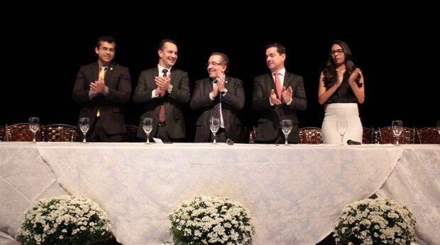 A cerimônia aconteceu no Teatro Municipal de Dourados