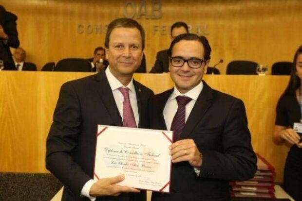 Bito Pereira (à direita) atribui nomeação ao apoio do presidente da OAB-MS, Mansour Elias Karmouche