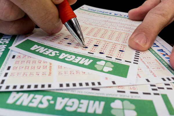 Para jogar pela internet, no Portal Loterias Online, o apostador precisa ser maior de 18 anos e efetuar um pequeno cadastro.