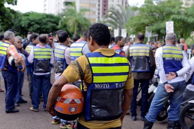 Mototaxistas reclamam que precisam pagar vários tributos