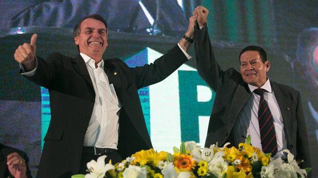 Sem entrar no mérito da proposta, Mourão afirmou que Bolsonaro teria conversado com o pessoal sobre a reforma, ainda no Hospital Albert Einstein, em São Paulo, onde está internado, mas que não sabe qual foi a decisão final