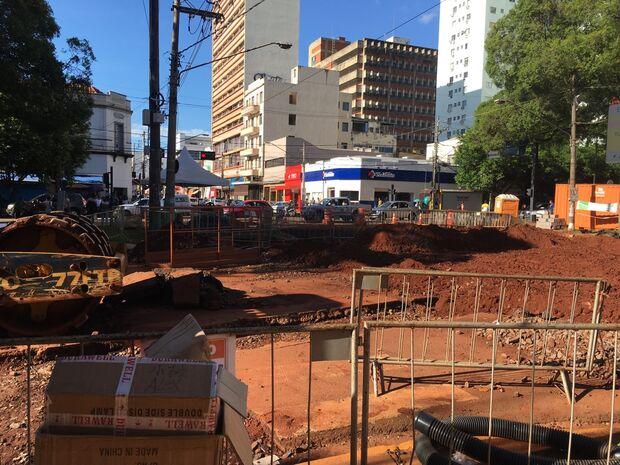 O fechamento do cruzamento será necessário para a execução de obras de drenagem na esquina das ruas 14 de Julho e Maracaju