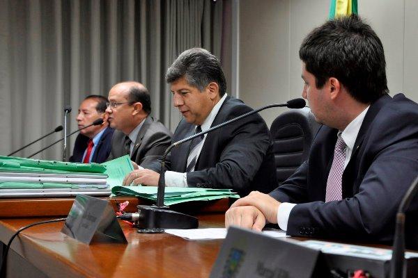 Estão sob a relatoria dos cinco integrantes da Comissão de Constituição, Justiça e Redação (CCJR) cinco Projetos de Lei e oito vetos encaminhados pelo Poder Executivo