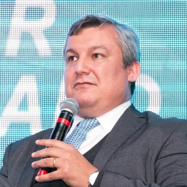 Jean Oliskovicz é empreendedor, líder e gestor com mais de 20 anos de experiência; construiu uma sólida carreira executiva exercendo cargo de Diretor de Relacionamento em multinacionais.