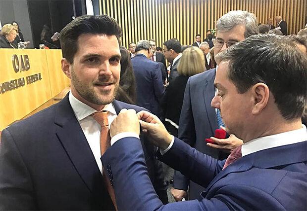 Vinícius Monteiro Paiva, vice-presidente da Comissão Nacional da Jovem Advocacia, com Ary Raghiant Neto