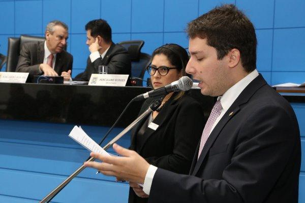 O jovem deputado estadual faz pronunciamento solicitando estudo sobre escoamento das águas em Paranaíba