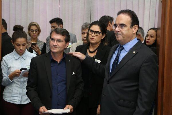 A convite do deputado Felipe Orro, Venício Leite ocupou a tribuna para falar sobre aumento da energia elétrica