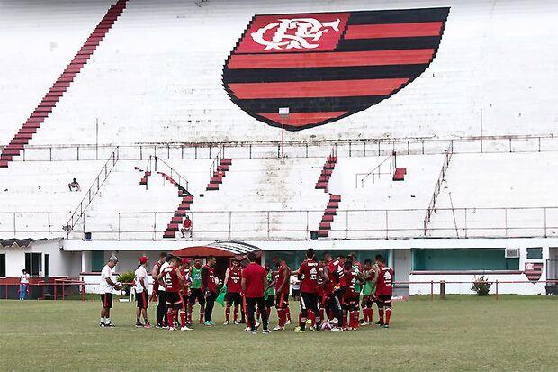 Com o CT do Ninho do Urubu interditado pela Prefeitura do Rio de Janeiro, as atividades têm se concentrado na Gávea, onde o elenco profissional também tem treinado