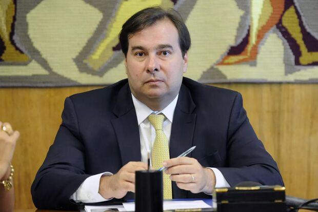 O presidente da Câmara, Rodrigo Maia, recebe hoje (16), os chefes dos três Poderes em um encontro na residência oficial da Casa