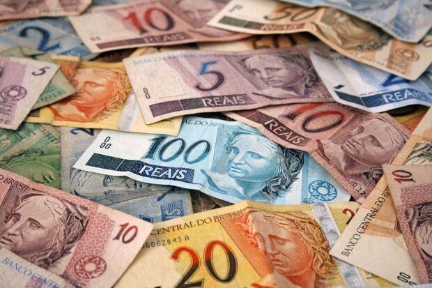 Nesse caso, o Tesouro cobre o calote, mas retém repasses da União para o ente devedor até quitar a diferença, cobrando multa e juros