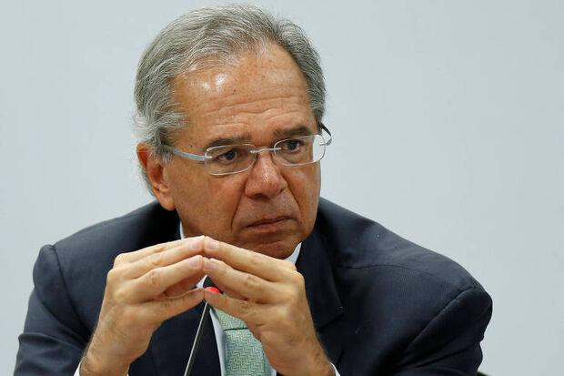 """Além das privatizações, Guedes disse que outra forma de """"emagrecer"""" o estado é não repondo pessoal que se aposentar"""