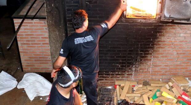 A Polícia Civil por meio da Delegacia Especializada de Repressão ao Narcotráfico (DENAR) destruiu mais de 8 toneladas de entorpecentes