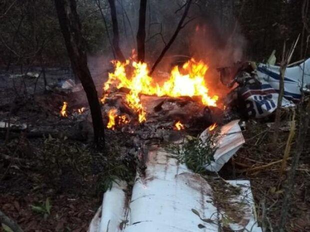 O Corpo de Bombeiros foi acionado por volta das 6h20 com a informação da queda da aeronave durante uma tentativa de pouso