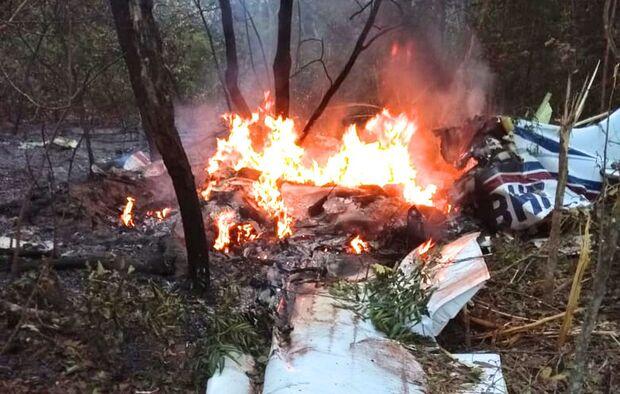 Avião que caiu em mata fechada, em Campo Grande