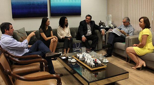 O governador Reinaldo Azambuja se reuniu nesta quarta-feira (18) com o superintendente estadual do Instituto Brasileiro de Geografia e Estatística (IBGE)