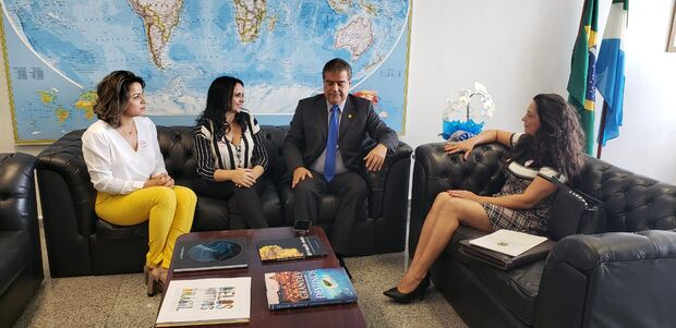 Vereadora Lidiane Farias, vice-prefeita Dinalvinha Viana, Senador Nelsinho Trad e a secretaria desenvolvimento Luciene Brandao em Brasilia em busca de emendas para Rio Verde