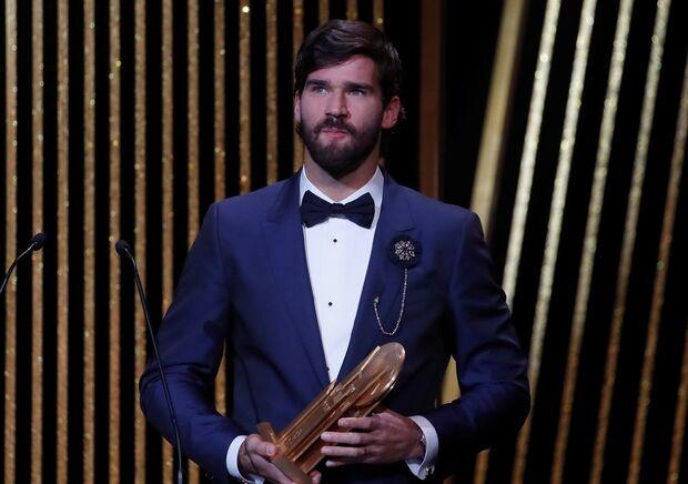 Alisson foi o principal destaque brasileiro na festa da Bola de Ouro