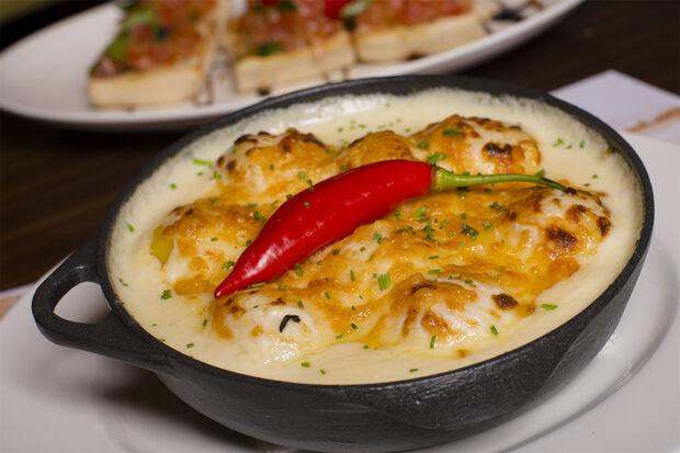 """Um dos pratos com nome de famosos: Gnocchi de brie aux quatre fromages à """"Marina Ruy Barbosa"""""""