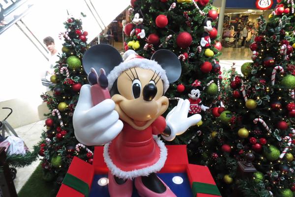 90edd3a86c Reproduções em 3D de Minnie, Mickey e seus amigos permitem muitas fotos para  guardar como