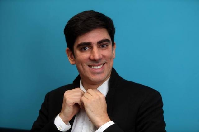 O humorista Marcelo Adnet é um dos autores de três sambas-enredo escolhidos por escolas de samba