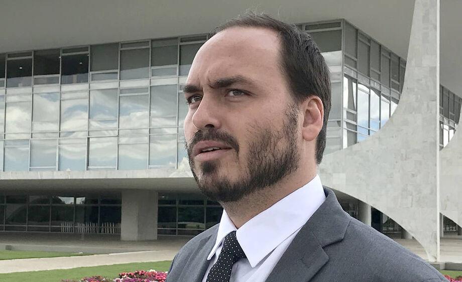 Um dos irmãos de Carlos, o senador e ex-deputado estadual Flávio Bolsonaro (Republicanos-RJ), está prestes a ser denunciado pelo MP por peculato
