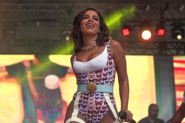 A nova música de Anitta surgiu na posição número 90 do ranking
