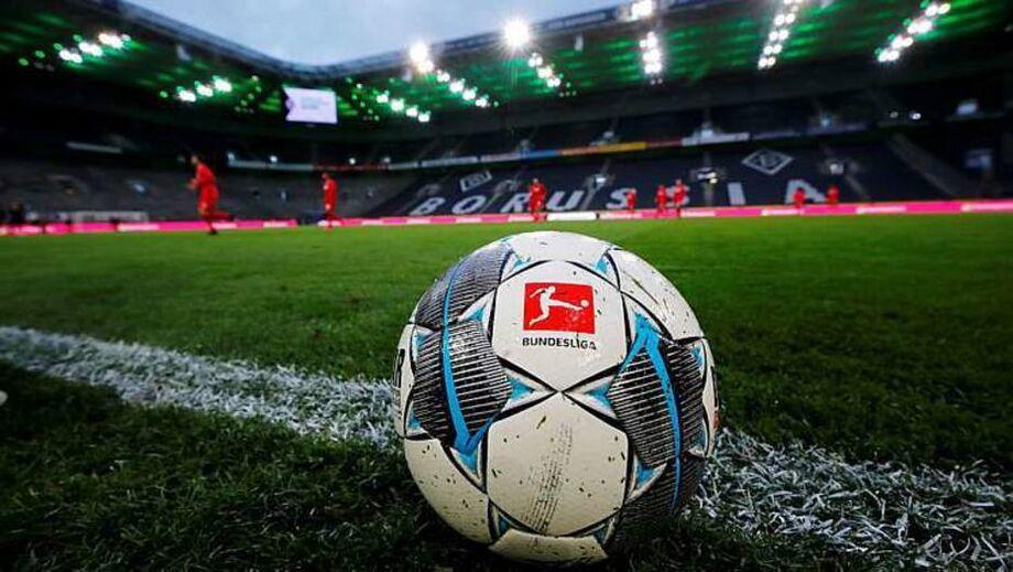 O primeiro gol saiu aos 30 minutos de jogo, com o português André Silva
