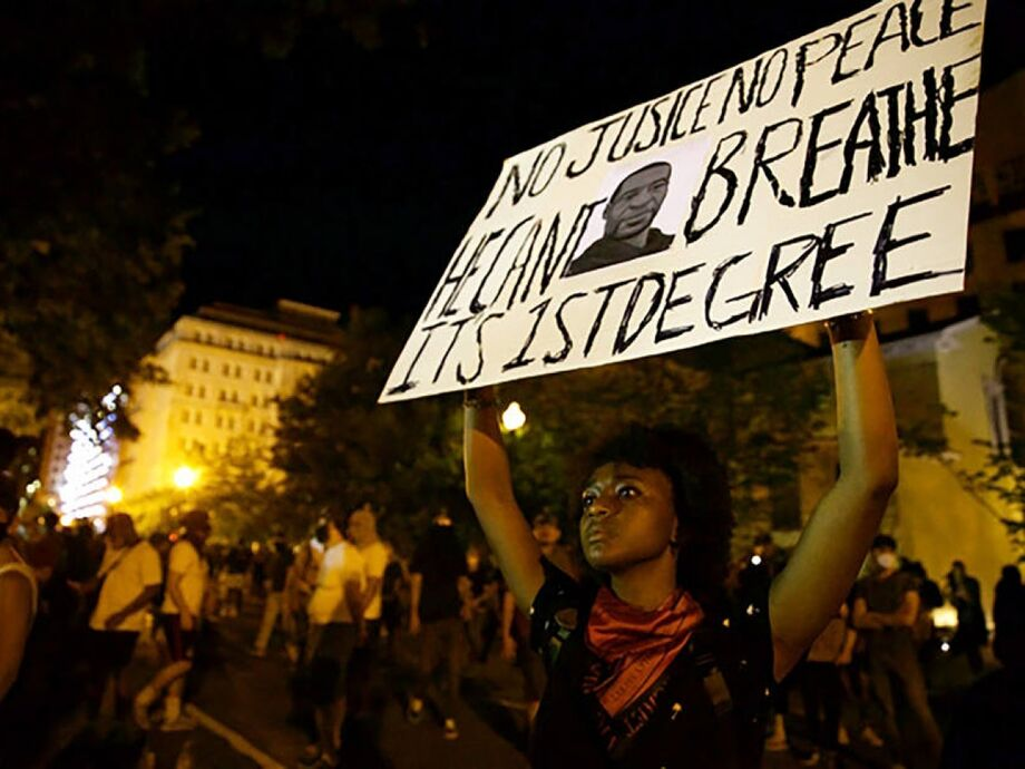 Manifestantes protestam nas imediações da Casa Branca, em Washington