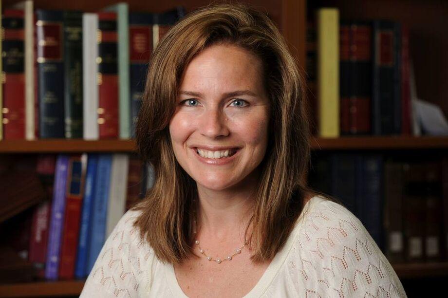 Católica e reconhecida por posições contra o aborto, Barrett era o nome favorito