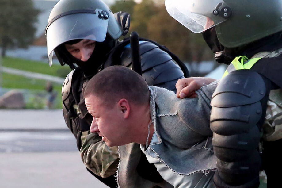 Dezenas de manifestantes foram presos em Minsk em protestos contra o governo