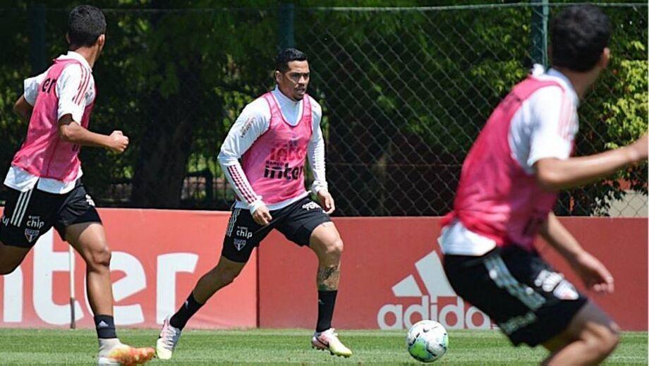 Após ficar fora do jogo da Libertadores por causa de suspensão, Luciano volta contra o Inter
