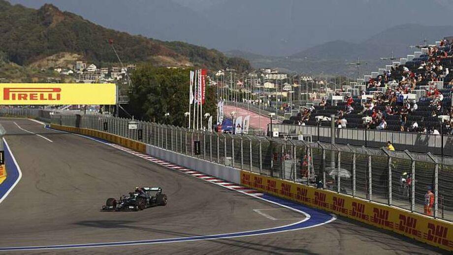 Após ter se dedicado ao uso dos pneus duros, principalmente na atividade pela manhã, o inglês Lewis Hamilton teve uma segunda sessão de treinos livres bem melhor em termos de tempos de volta.