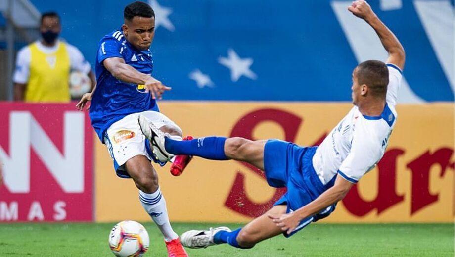 O Cruzeiro foi com tudo para o ataque e continuou errando grandes oportunidades