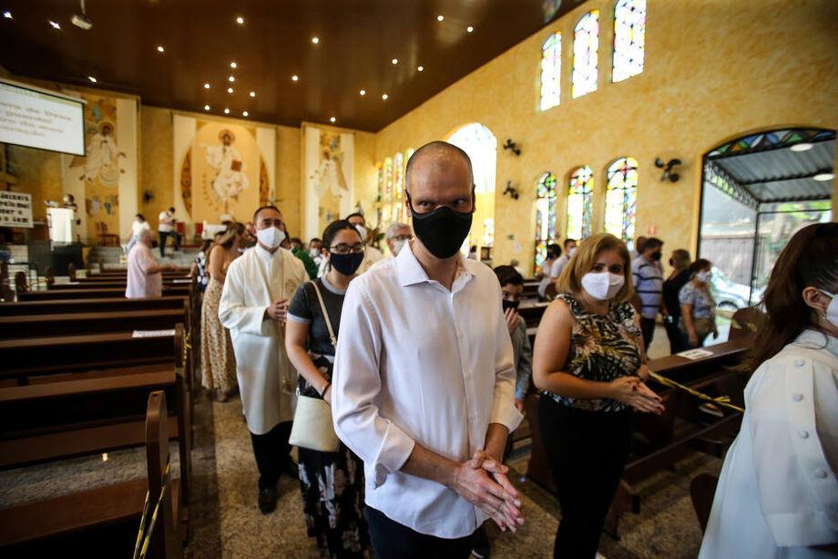 Bruno Covas (PSDB) foi a uma missa na paróquia Nossa Senhora da Conceição, no bairro Vila Suzana, na zona sul