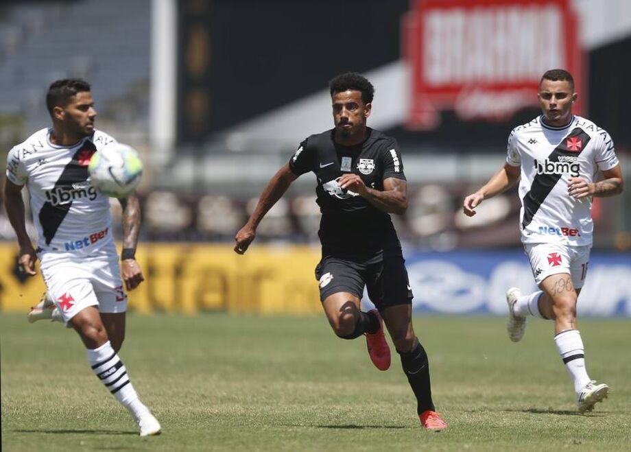 Em bom jogo e sob forte calor, Vasco e Bragantino empatam em São Januário