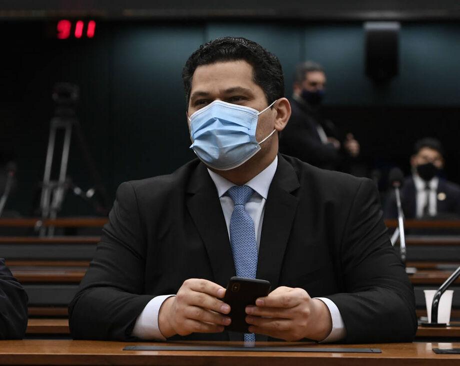 Alcolumbre articulou com o governo o cancelamento da sessão desta quarta