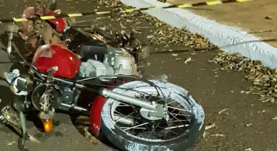 Na sexta-feira (25), um motociclista trafegava por volta das 7hpela AvenidaHeráclito Diniz de Figueiredo, quando veio a colidir contra um veículo Celta
