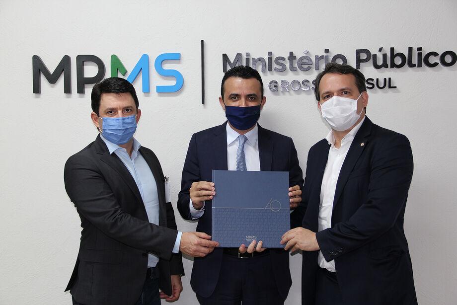 O IDAMS fez a doação de 150 obras de Direito Público ao Ministério Público Estadual
