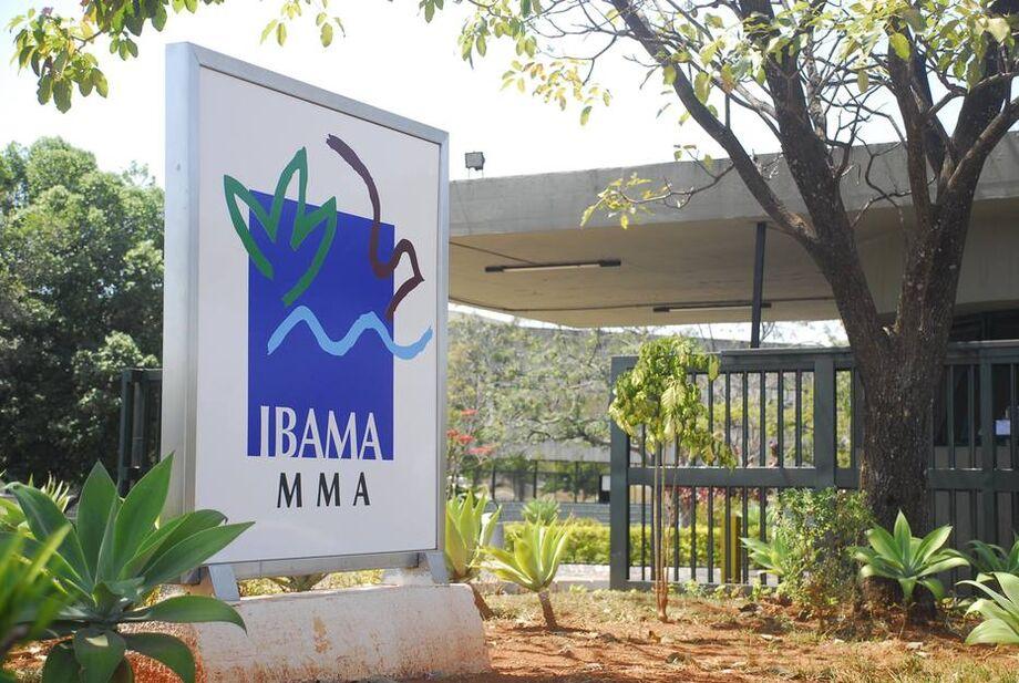 Dentro do Ibama, as informações dão conta de que as saídas de ambos estariam atreladas à discordância de que o órgão ambiental passasse a usar retardantes químicos em ações de combate a incêndio