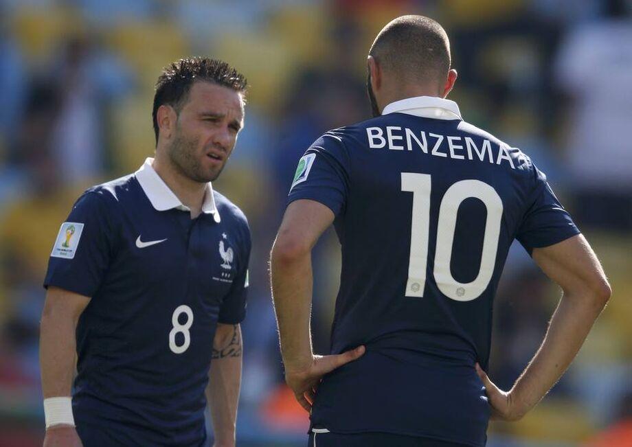 Valbuena e Benzema em campo pela seleção francesa