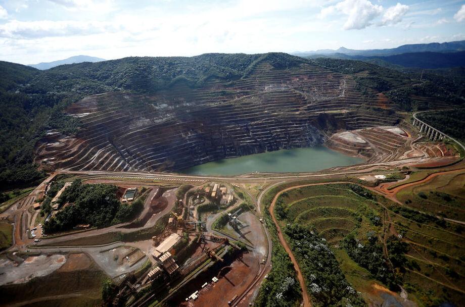 Encosta de contenção em mina em Barão de Cocais está cedendo