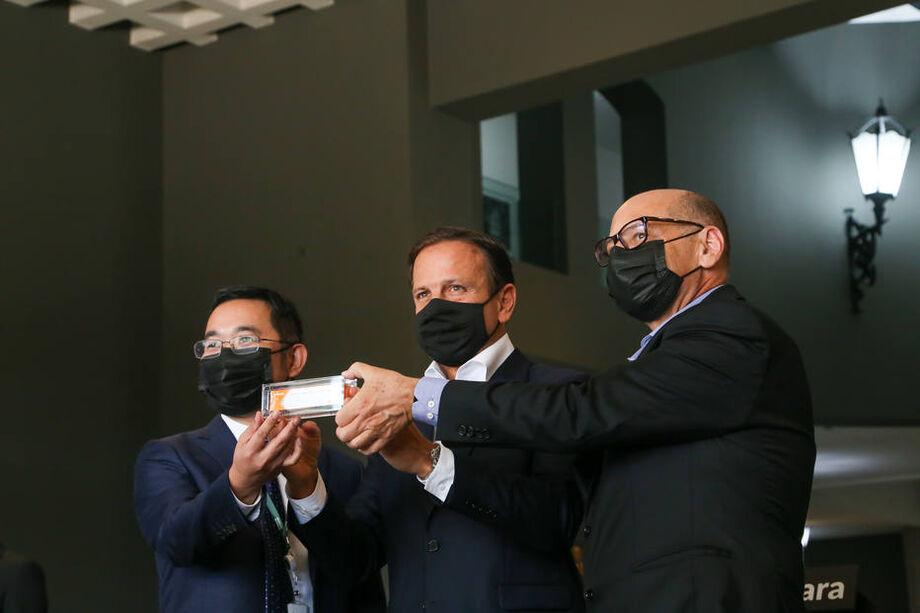 Governo de São Paulo assina acordo com a chinesa Sinovac para fornecimento de doses da coronavac