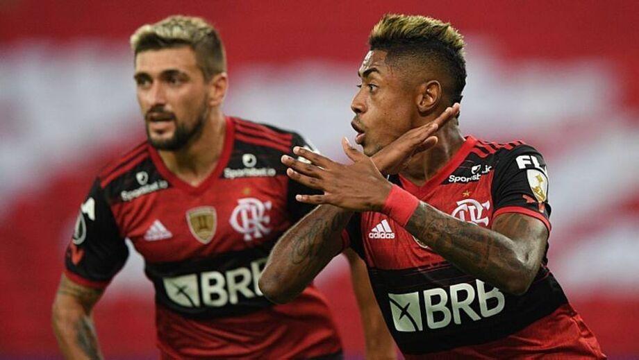 O artilheiro Gabriel Barbosa torceu o tornozelo e deu lugar a Bruno Henrique