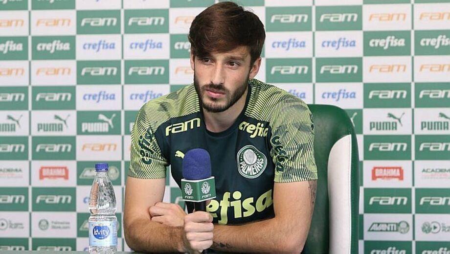 Matías Viña volta ao Palmeiras após atuar pela seleção