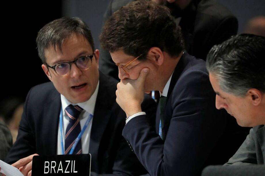 Delegação identificou os agentes como 'analistas'; comitiva contou ainda com adido em Madri e coronel do GSI.