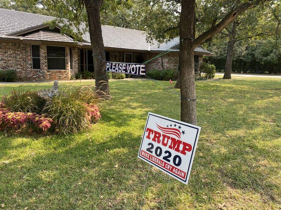 Placa de apoio a Trump no Texas