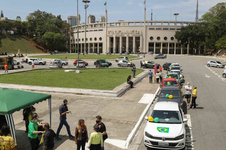 Em São Paulo, o grupo começou a se reunir por volta das 10h na Praça Charles Miller