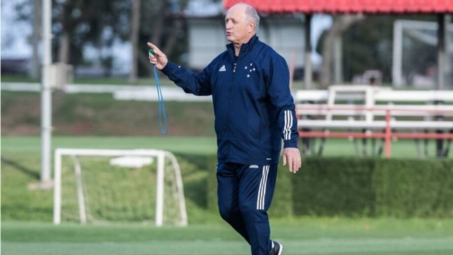 Felipão assume o Cruzeiro em situação difícil na série B